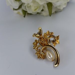 Jewelry - Vintage pin